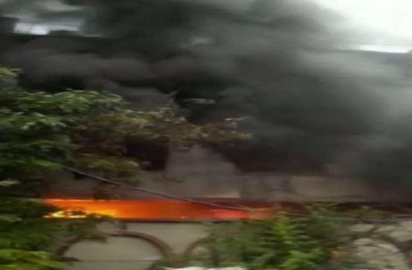 बवाना स्थ्ति फैक्ट्री में लगी भीषण आग, दमकल की 22 गाड़ियां मौके पहुंचीं