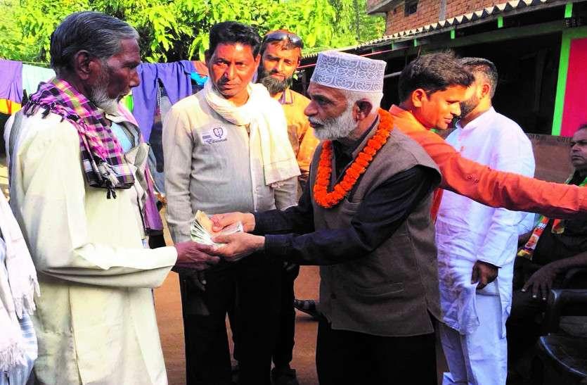ग्रामीण को पैसे देते पकड़ाया नूर, तो सफाई में कहा पैसे का चुनाव से कोई संबंध नहीं, ये भी कहा...