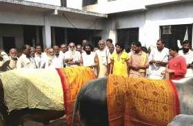 गोपाष्टमी पूजन पर अयोध्या में संतों ने कहा भारतीय कृषि व्यवस्था की मेरूदंड हैं गौ माता