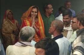 election 2018 ; पहली बार चुनाव में उतरीं श्रीनिवास तिवारी के घर की बहू अरुणा कैसे मांग रहीं समर्थन, जानिए पूरा ब्यौरा