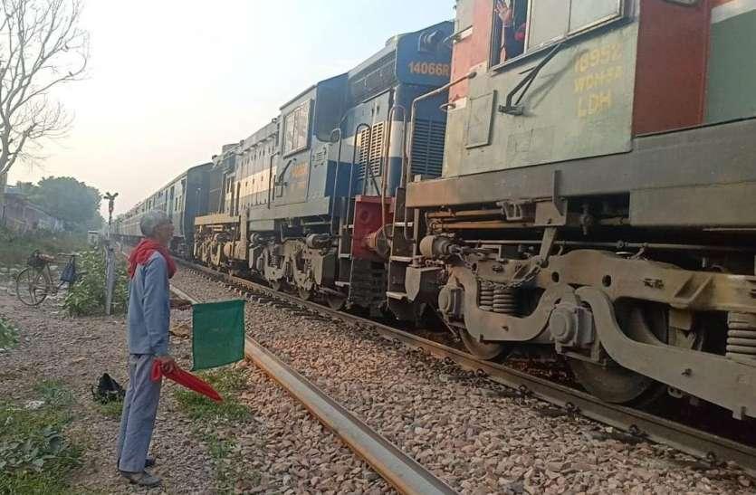 रेल लाइन में हुआ फ्रेक्चर, धीमी गति से गुजारी ट्रेन