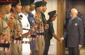 VIDEO: एनसीसी कैडेट से मिले प्रधानमंत्री नरेंद्र मोदी