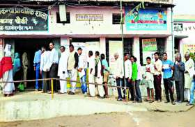 जिले में शासकीय अधिकारी और कर्मचारी नेताजी के लिए दावं पर लगा रहे अपनी नौकरी