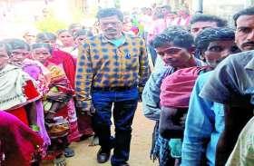 छत्तीसगढ़ चुनाव: 20 किमी पैदल दुर्गापुर बूथ पहुंचा मतदान दल, पहली बार 81 फीसदी वोटिंग