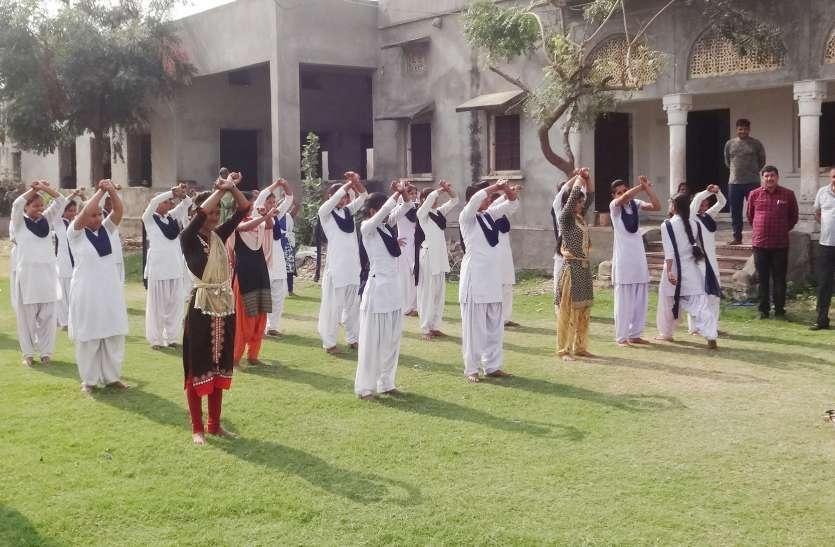 हरियाणा पुलिस सिखा रही है छात्राओं को आत्मरक्षा के गुर