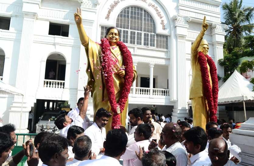 जयललिता की नई आदमकद प्रतिमा का अनावरण