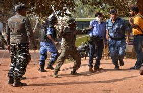 पारा शिक्षकों ने मुख्यमंत्री को दिखाए काले झंडे, झड़प में कई पुलिस कर्मी व पदाधिकारी घायल, पत्रकारों को भी लगे डंडे