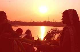 PICS : उगते सूर्यदेव से नए सवेरे के उदय की कामना