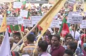 गोवाहटीः नागरिक संशोधन विधेयक के खिलाफ जनता भवन के बाहर जमकर प्रदर्शन, सड़कों पर जुटे 70 संगठन