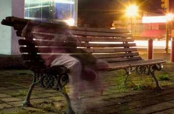 घर के बाहर लगी बेंच पर अक्सर बैठा दिखता था 'वो', Video देखते ही उड़ गए होश