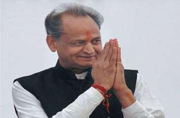 चुनावी मैदान में पूर्व मुख्यमंत्री के उतरने पर भाजपा प्रत्याशी ने दे डाली ये प्रतिक्रिया, छठी बार गहलोत लड़ रहे हैं चुनाव