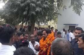 कांग्रेस-भाजपा की सूची के बाद हनुमान बेनीवाल के निवास पर लगी दावेदारों की भीड़