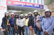 मीडियाकर्मियों पर हुए हमले की चौतरफा निंदा, पत्रकारों ने हेलमेट पहनकर दर्ज कराया विरोध