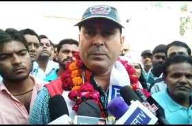 अलवर से कांग्रेस के टिकट के इंतजार के बीच आम आदमी पार्टी के प्रत्याशी अजय पूनिया ने दाखिल किया नामांकन, भाजपा व कांग्रेस पर लगाए गंभीर आरोप
