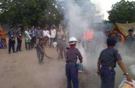 बुझाई आग, रस्सी पर चलकर बचाई जान