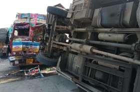 बस-ट्रक की भिड़ंत, छह बुजुर्गों की मौत