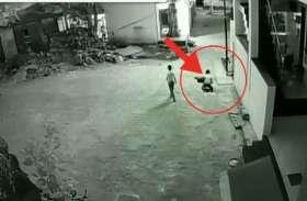 Video: पतंग लूटने के चक्कर में चली जाती दो मासूमों की जान, लेकिन अचानक हुआ चमत्कार