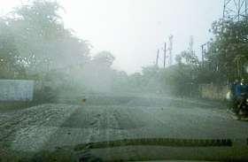 सड़क है या कोयले की खदान: रेलवे स्टेशन से कसर गेट तक सड़क हुई 'किलर'