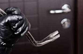 घरों में चोरों की सेंध, ले गए लाखों का माल