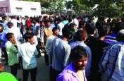 महिला की हत्या कर शव फेंका, उग्र ग्रामीणों का का प्रदर्शन