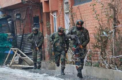 पुलवामा में सीआरपीएफ कैंप पर आतंकी हमला, एक जवान शहीद, दो घायल