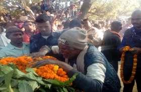 18 घंटे बाद सेना के जवान को दी गई अंतिम विदाई, बिलख कर रो पड़े गांव के लोग