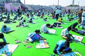 जिले में छात्र-छात्राओं ने पेंटिंग बनाकर किया मतदाताओं को जागरूक