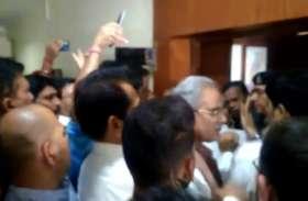 चुनाव से एक दिन पहले कांग्रेस ने भाजपा के दो बड़े नेताओं पर लगाया आचार संहिता के उल्लंघन का आरोप