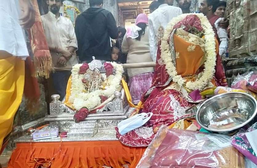 देव प्रबोधिनी एकादशी पर दीपमान, मंदिरों में हुए तुलसी विवाह व कई आयोजन...