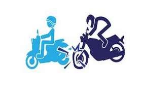 जीप की चपेट में बाइक