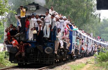 नए साल पर मोदी सरकार देश को देगी ऐसे ट्रेन का तोहफा, जिससे गिरकर किसी की नहीं होगी मौत, यह है वजह
