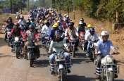 बाइक पर बैठे कलेक्टर-एसपी, निकाली जागरुकता रैली