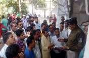 बलात्कार के आरोपी की गिरफ्तारी की मांग को लेकर विभिन्न संगठनों ने सौंपा ज्ञापन