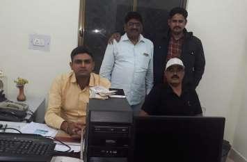 रेलवे को हजारों रुपए चूना लगाने वाला टिकट दलाल गिरफ्तार, सामान और ई टिकट बरामद