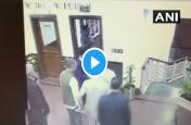 सामने आया सीएम केजरीवाल पर हमले का वीडियो, ऐसे दिया घटना को अंजाम