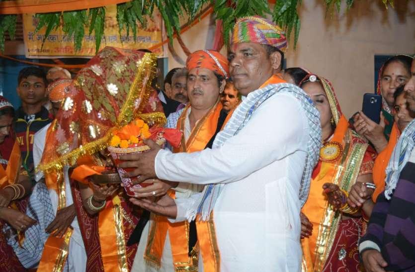एकादशी व्रत उद्यापन के साथ हुआ तुलसी विवाह, पढ़िए पूरी खबर ...