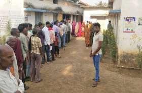 पामगढ़, बम्हनीडीह के कई केंद्रों पर ईवीएम ने दिया धोखा, एक घंटे देरी से शुरू हुआ मतदान