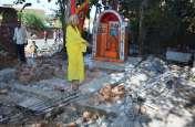 मंदिर की चहारदीवारी तोड़े जाने पर बवाल, नगर निगम की टीम व हिंदूवादियों में चले लाठी डंडे, पथराव, कई घायल