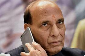 राजनाथ सिंह ने केजरीवाल को फोन कर पूछा कुशलक्षेम, मिर्ची हमले पर एफआईआर कराने को कहा