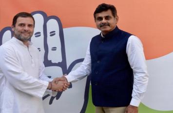 चुनाव से ऐन पहले इस दिग्गज नेता ने टीआरएस को दिया झटका, राहुल गांधी से मिलाया हाथ