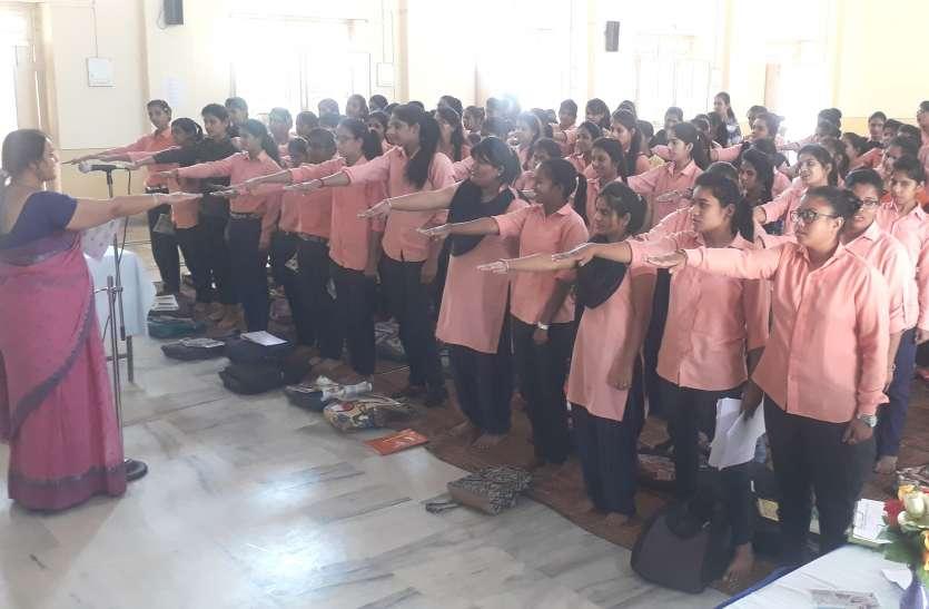 #rajasthan ka ran...छात्राओं ने लिया मतदान का संकल्प