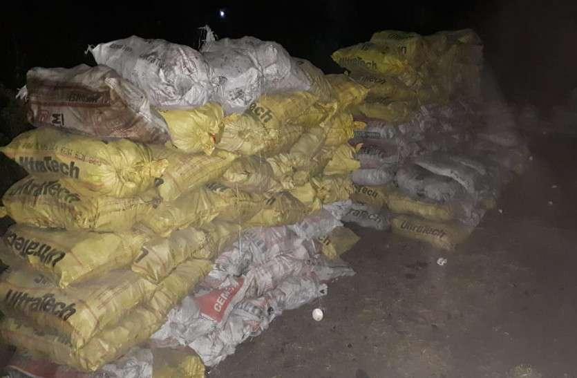 पुलिस ने 620 बोरी अवैध कोयला जब्त किया