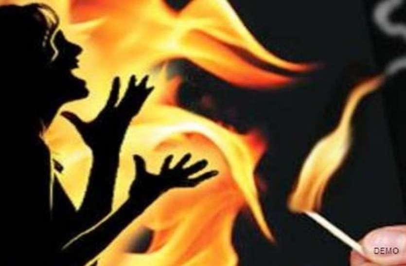 सनसनीखेज : खीर नहीं लेने की बात पर पति ने पत्नी पर फेंका गर्म तेल फिर....