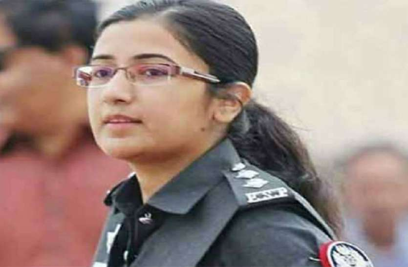 घरवाले देना चाहते थे धार्मिक शिक्षा लेकिन बनी ऑफिसर, कुछ इस तरह है सुर्खियों में आई पाकिस्तानी महिला अफसर की कहानी