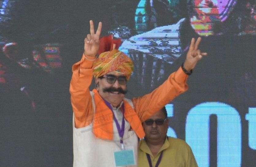 Pm Modi Alwar Rally Live : प्रधानमंत्री मोदी ने ज्ञानदेव आहूजा से कहा कुछ ऐसा, मंच पर खुशी से नाचने लगे आहूजा