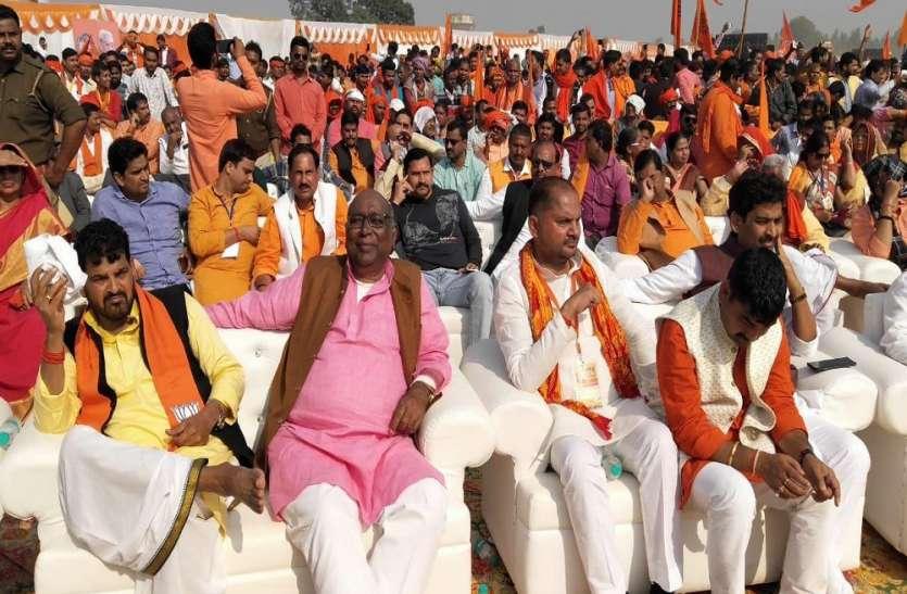 मोदी के सांसद और योगी के विधायक भी उतरे राम मंदिर के समर्थन में, दिया विहिप का साथ