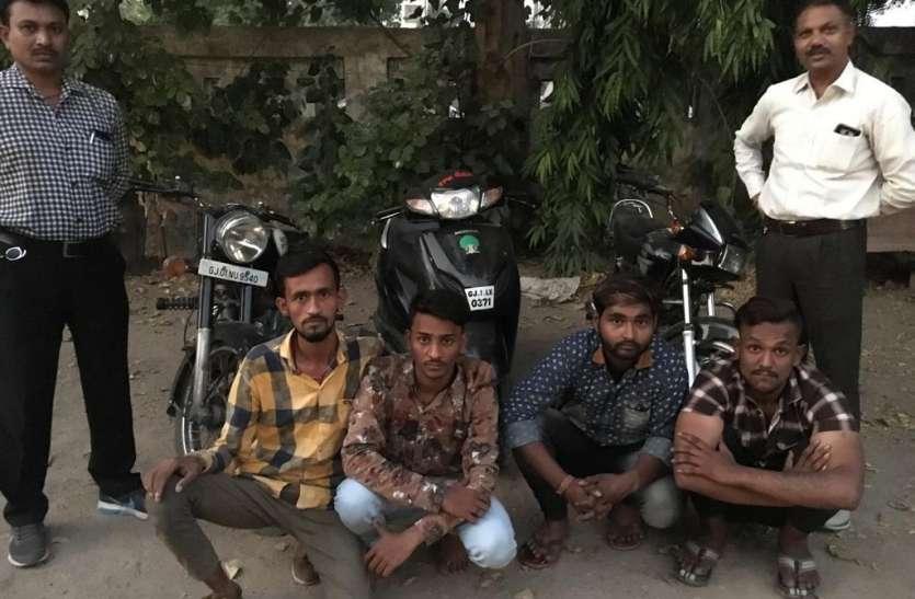 राह चलते लोगों से मोबाइल लूटने वाले गिरोह का पर्दाफाश