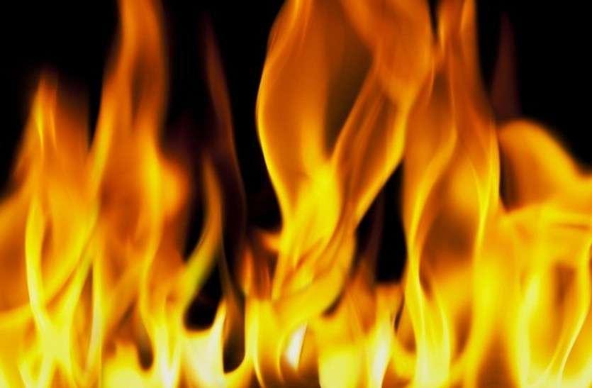 Big News:स्कूली छात्रा से बड़ी वारदात, दिनदहाड़े छात्रा को जिंदा जलाने का प्रयास