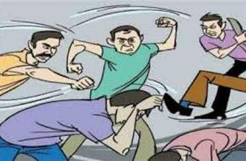 व्यापारी के इकलौते बेटे की बीच सड़क पर पीट-पीट कर हत्या,मचा कोहराम