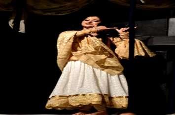 मंच पर दर्शाया मीरा से 'मीरा बाई' बनने का सफर